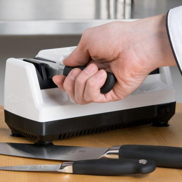 Электрическая точилка для ножей Chef'sChoice CH/110, точилка подойдет для кухонных, складных, охотничьих и серрейторных ножей. Официальный сайт ChefsChoice. Бесплатная доставка всех заказов!
