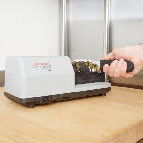 Профессиональная точилка для ножей Chef'sChoice 2000, точилка для ресторанов, гостиниц, отелей, кафе, цехов, производств и мастерских. Официальный сайт ChefsChoice. Бесплатная доставка всех заказов!