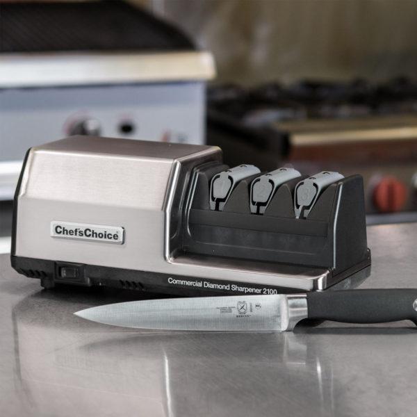 Профессиональная точилка для ножей Chef'sChoice 2100, точилка для ресторанов, гостиниц, отелей, кафе, цехов, производств и мастерских. Официальный сайт ChefsChoice. Бесплатная доставка всех заказов!