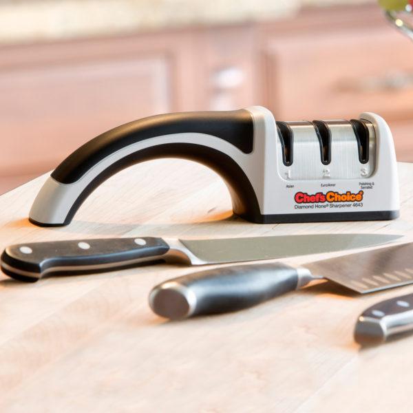 Механическая точилка для домашних кухонных японских (азиатских) и европейских ножей Chef'sChoice 4643, универсальная электрическая точилка для ножей. Официальный сайт ChefsChoice. Бесплатная доставка всех заказов!
